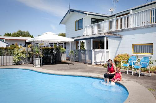 The swimming pool at or near Accommodation at Te Puna Motel and Holiday Park