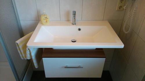 Ein Badezimmer in der Unterkunft Gasthof Hotel Schwarzes Roß