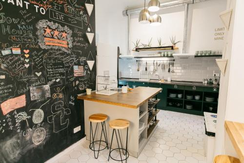 Een keuken of kitchenette bij DREAM Hostel Prague