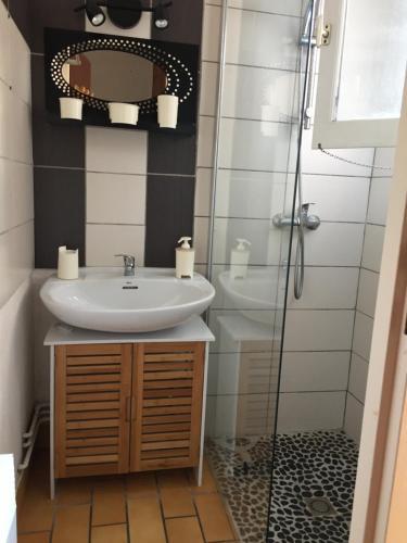 A bathroom at Les Cottages 17