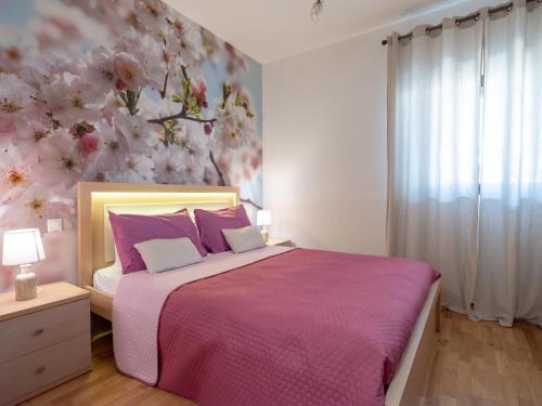 A bed or beds in a room at Onyx City Center Apartment