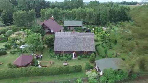 Widok z lotu ptaka na obiekt Chata pod strzechą