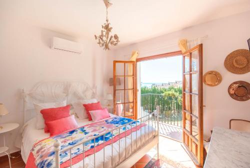A bed or beds in a room at Villa CaraVane
