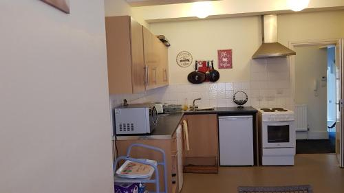 A kitchen or kitchenette at Homely and enjoyable Holiday home