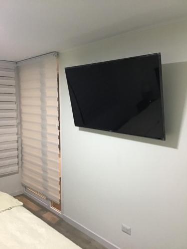 A television and/or entertainment centre at Moderno y funcional departamento Miraflorino
