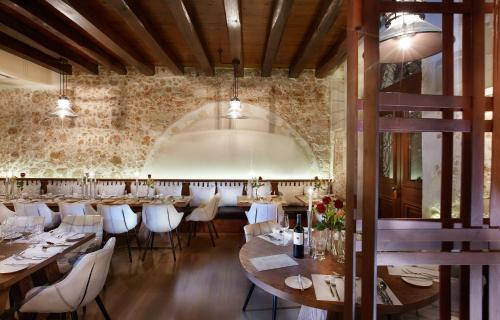A restaurant or other place to eat at Serenissima Boutique Hotel