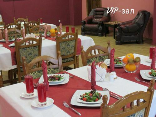 A restaurant or other place to eat at Sanatoriy Ivushka