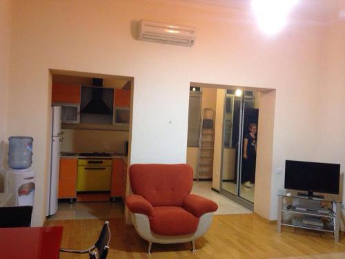Uma área de estar em Funikuler-Neftaniki Avenue