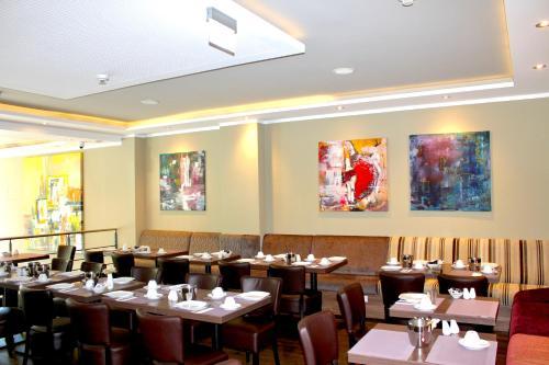 Ein Restaurant oder anderes Speiselokal in der Unterkunft BO Hotel Hamburg