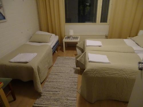 Vuode tai vuoteita majoituspaikassa Lomakeskus Koivukankare