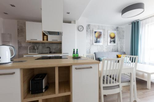 A kitchen or kitchenette at Baltic Apartments Main Town Towers