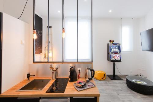 A kitchen or kitchenette at Atelier Ninette