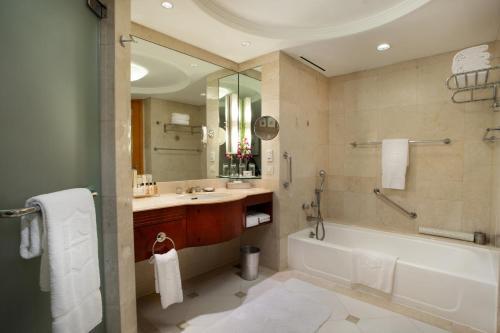 A bathroom at Makati Shangri-La Manila (Staycation Approved)
