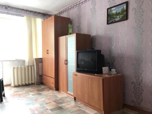 En tv och/eller ett underhållningssystem på 1-квартира