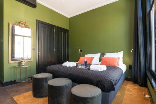 A bed or beds in a room at New Amsterdam Harlem Hotel