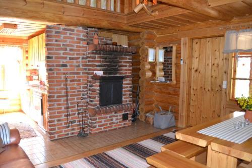 En tv och/eller ett underhållningssystem på Forest Cottage