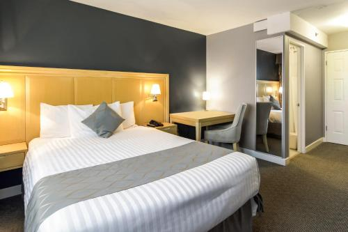 A bed or beds in a room at Red Lion Inn & Suites Abbotsford