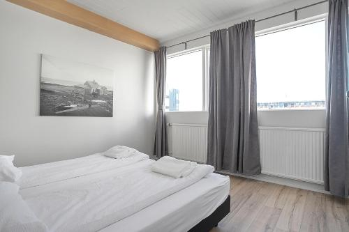 A bed or beds in a room at Stay Apartments Einholt