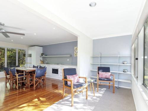 A kitchen or kitchenette at Avalon