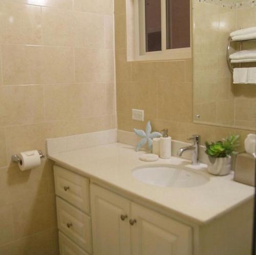 A bathroom at Comfort Homes Kingston