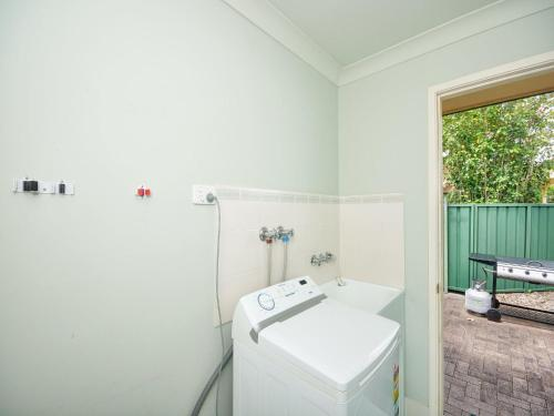 A bathroom at Close to Tea Gardens Waterfront