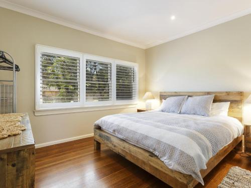 A bed or beds in a room at Pet Friendly - Summer Cottage