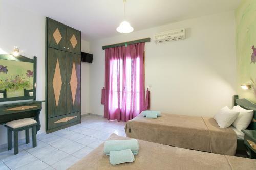 Ένα ή περισσότερα κρεβάτια σε δωμάτιο στο Stefanis House