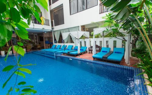 The swimming pool at or close to Home Chic Hotel