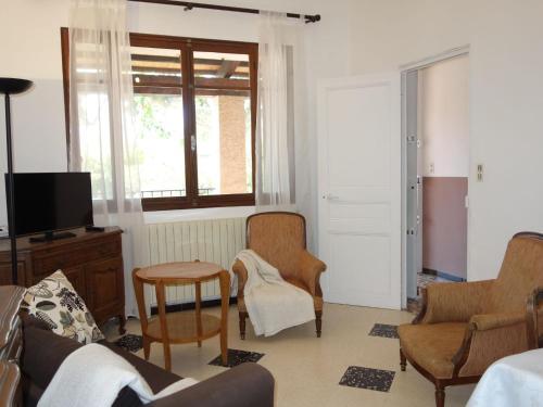 A seating area at Villa Les Dahlias