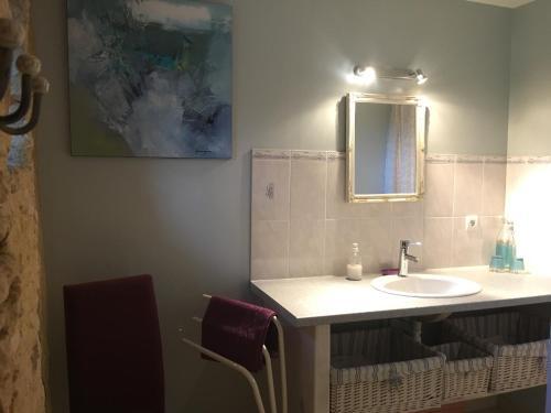 A bathroom at Chambres D'Hôtes Les Boudines