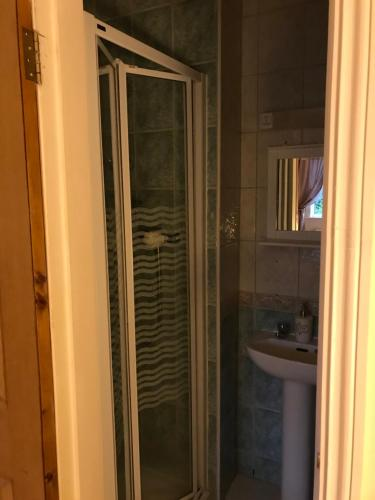A bathroom at The Ring Lyne