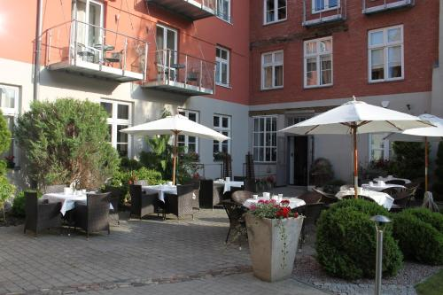 A restaurant or other place to eat at Haus Wullfcrona