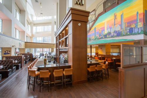 A restaurant or other place to eat at Swissotel Chicago