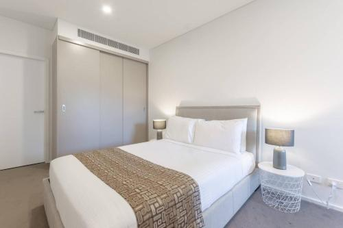 A bed or beds in a room at Urban Oasis two bedders Near Iron Cove