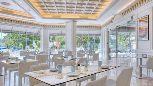 En restaurang eller annat matställe på Boutique Hotel B51