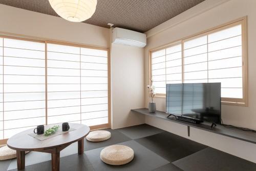 A seating area at Sakura Stay Yoga 301