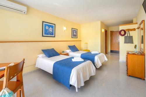 Letto o letti in una camera di Apartamentos Tropical Garden