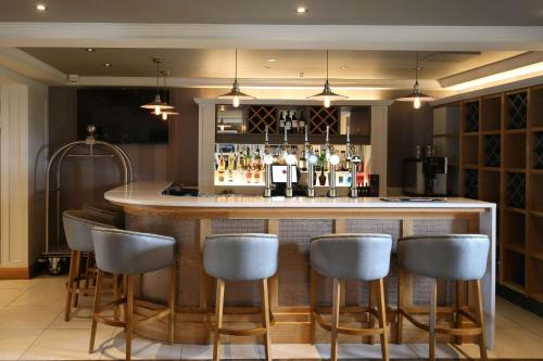 The lounge or bar area at Clarion Collection Hotel Chimney Corner