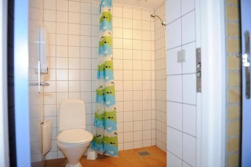 Et badeværelse på Hostel Idrætscenter Jammerbugt