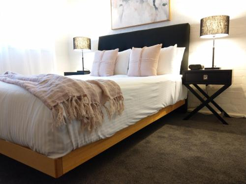 A bed or beds in a room at North Melbourne Retreat