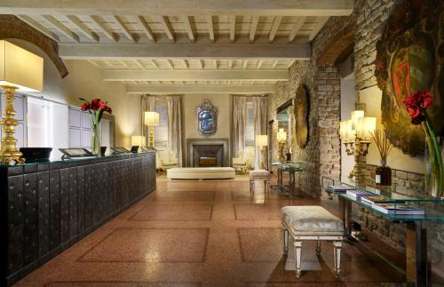 The lobby or reception area at Brunelleschi Hotel