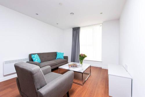 Contemporary and Bright City Centre Apartment