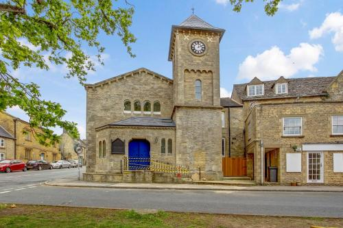 Church suite, Stow-on-the-Wold, Sleeps 4, town location