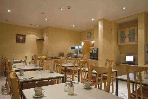 A restaurant or other place to eat at Hotel Plasky