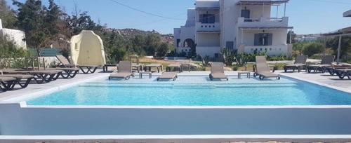 Der Swimmingpool an oder in der Nähe von Ampelos Resort Hotel