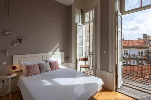 A bed or beds in a room at Being Porto Hostel
