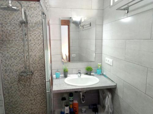 A bathroom at El Burrero Beach Quiet Apartment + Solarium / Near Airport / High Speed Wifi /Enjoy Gran Canaria