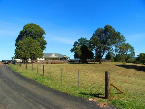 A garden outside WRIGHTSTAR Country Estate - a farm at the base of the Blue Mountains