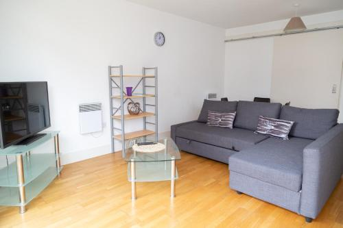 Serviced Apartment In Liverpool City Centre - Free Parking - 76 Henry St by Happy Days - Apt 15