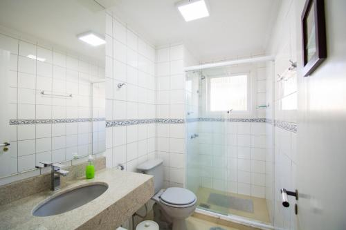 A bathroom at Maximo Masotti 304